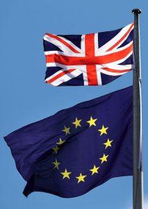 """إصدار جوازات السفر بالمملكة المتحدة دون عبارة """"الاتحاد الأوروبي"""" !!"""