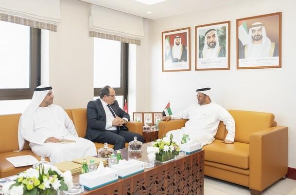 أبو ظبي تبحث مجالات التعاون الاقتصادي مع تونس