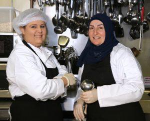 """ليا الحلو جمعت بين عالم الأعمال والمطبخ عبر """"كموّن"""""""
