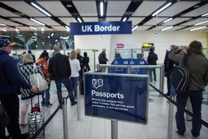 المملكة المتحدة تلغي جميع بطاقات الدخول للزوار الأجانب كجزء من تغييرات أمن الحدود