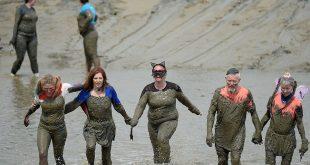 بالصور: سباق الطين فى بريطانيا لجمع التبرعات للأعمال الخيرية..