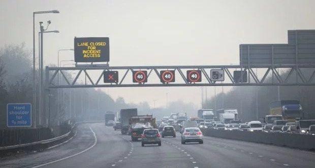 غرامة و ٣ نقاط جزاء على السائقين الذين يتجاهلون التحذيرات الالكترونية على الطرق السريعة