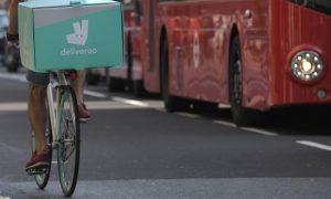 """أمازون تقرر شراء شركة """"ديليفرو"""" لتوصيل الطعام في بريطانيا ولكن تواجه عقبات... تعرّف على التفاصيل!!"""