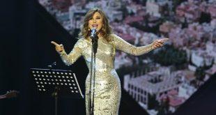 نجوى كرم تتجول في السعودية بالعباءة وتطل على جمهورها بفستان محتشم
