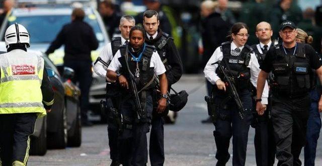 ضابط شرطة بريطاني يتعرض لحادث طعن في لندن (فيديو)