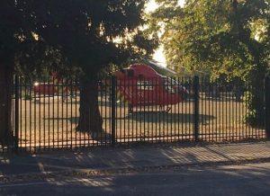 العثور على طفل في حالة حرجة بعد تعرضه للطعن بالسكين بالقرب من باب مدرسته في إيلنغ غرب لندن !!
