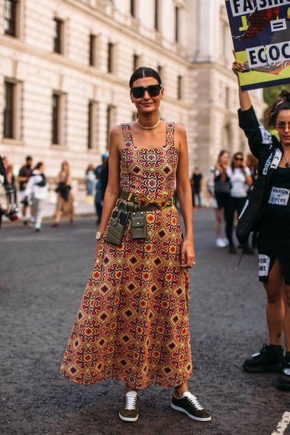 بالصور: شاهد تصميمات لأجمل أزياء الشارع خلال أسبوع لندن للأزياء