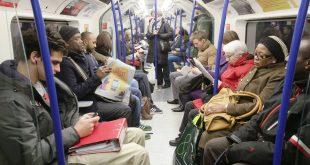 عراك نسائي في أحد قطارات لندن بسبب بيضة.. ماذا حدث؟