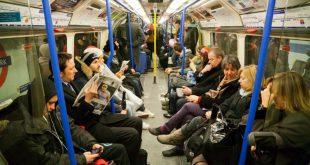 راكبة مسلمة تدافع عن يهودي تمت مهاجمته في أحد قطارات مترو لندن