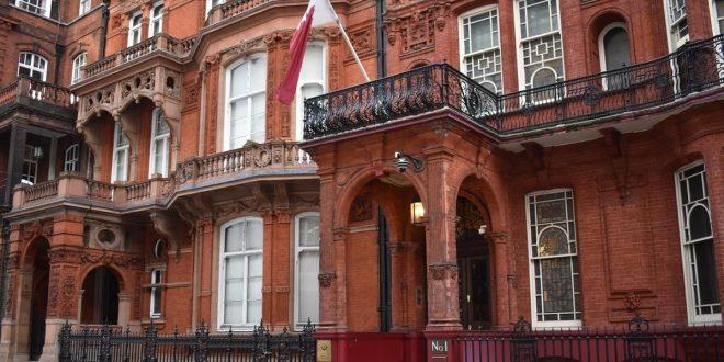 التايمز: دبلوماسيون في سفارة قطر في لندن يمارسون ضغوطا على موظفة بريطانية لممارسة الجنس