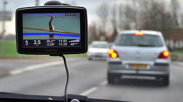 غرامة عالية إذا وضعت sat-nav في مكان خاطئ داخل السيارة عند القيادة في بريطانيا