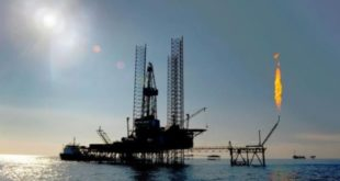 مصر تتفق مع 5 شركات عالمية للتنقيب عن النفط والغاز في مياه المتوسط