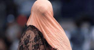 في لندن امرأتان تتعرضان للعنصرية بسبب حجابهما والرد كان غريباً