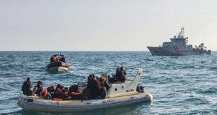 بريطانيا تعلن عن بدء ترحيل الوافدين عبر المانش في رحلات جوية
