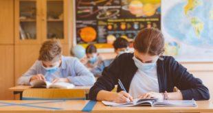 كبير المستشارين لدى الحكومة البريطانية: البلاد بعيدة عن إعادة الأطفال إلى المدارس بأمان
