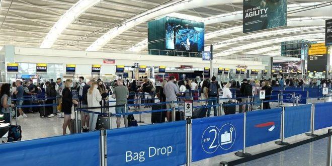 لا تطبيق لقواعد التباعد الاجتماعي في مطار هيثرو في بريطانيا