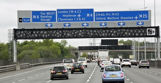 الحكومة البريطانية تدرس امكانية ايقاف السفر من والى لندن مؤقتاً بسبب كورونا