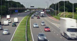 بريطانيا: اتاحة قيادة السيارات بدون استخدام اليدين بحلول فصل الربيع