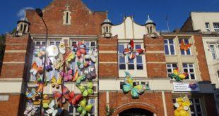 عمل يدوي فني يجلب البهجة لسكان كنسينغتون في ظل ازمة كورونا !