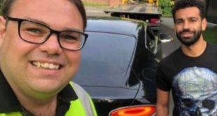 شرطة المرور تهرع لمساعدة محمد صلاح بعد تعطل سيارته في مدينة ليفربول في بريطانيا