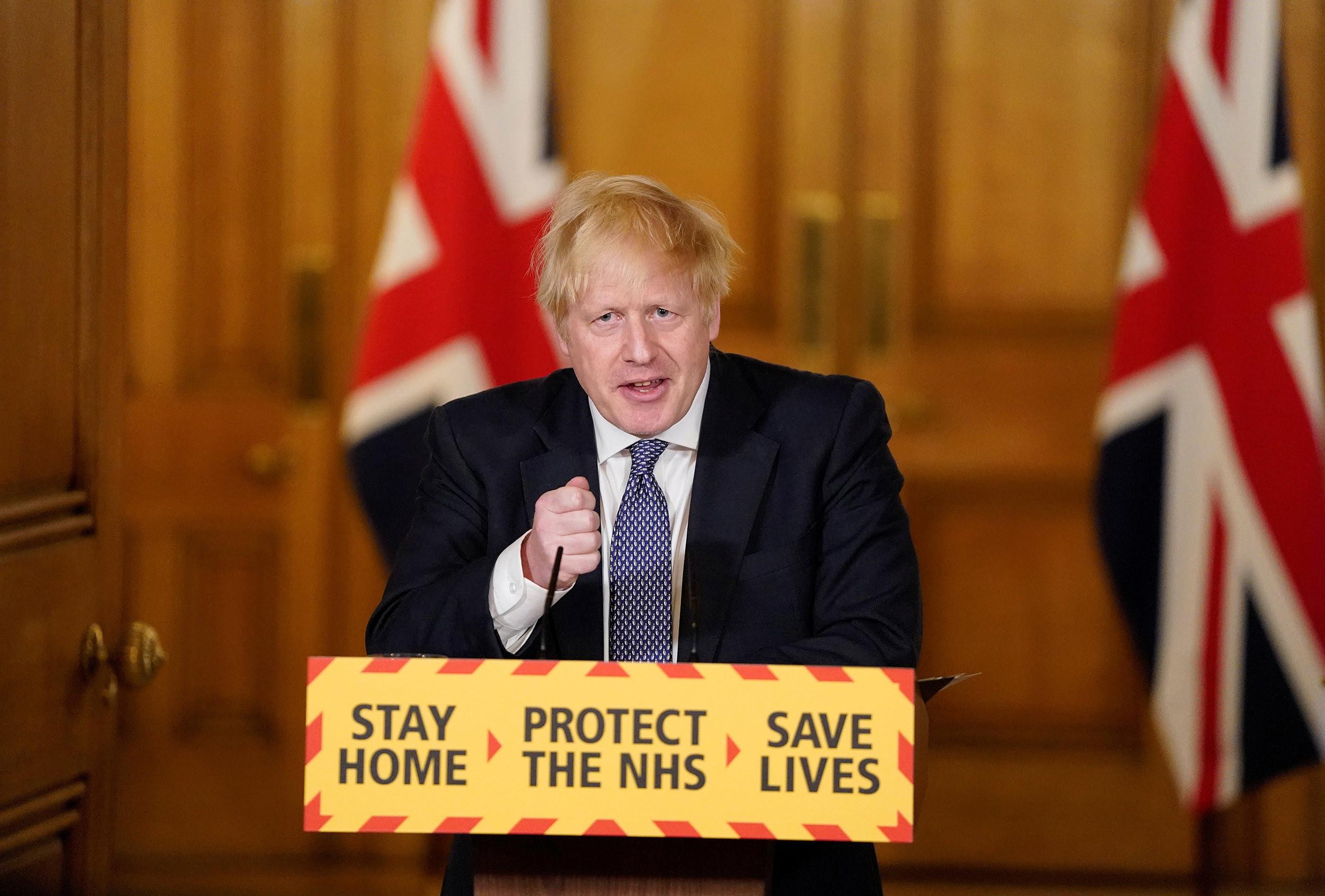 بوريس جونسون يعلن عن قواعد الإغلاق بالكامل في بريطانيا.