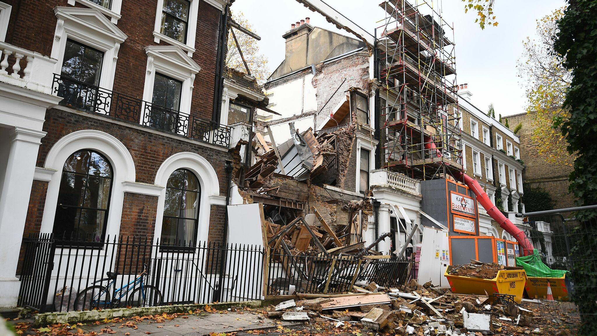 انهيار مبنى تشيلسي: الصور الأولى من الانهيار الدراماتيكي في شارع خاص بلندن أثناء إجلاء الناس