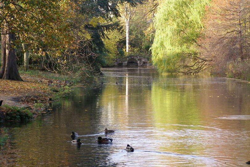 Valentinesu Park من أفضل حدائق لندن