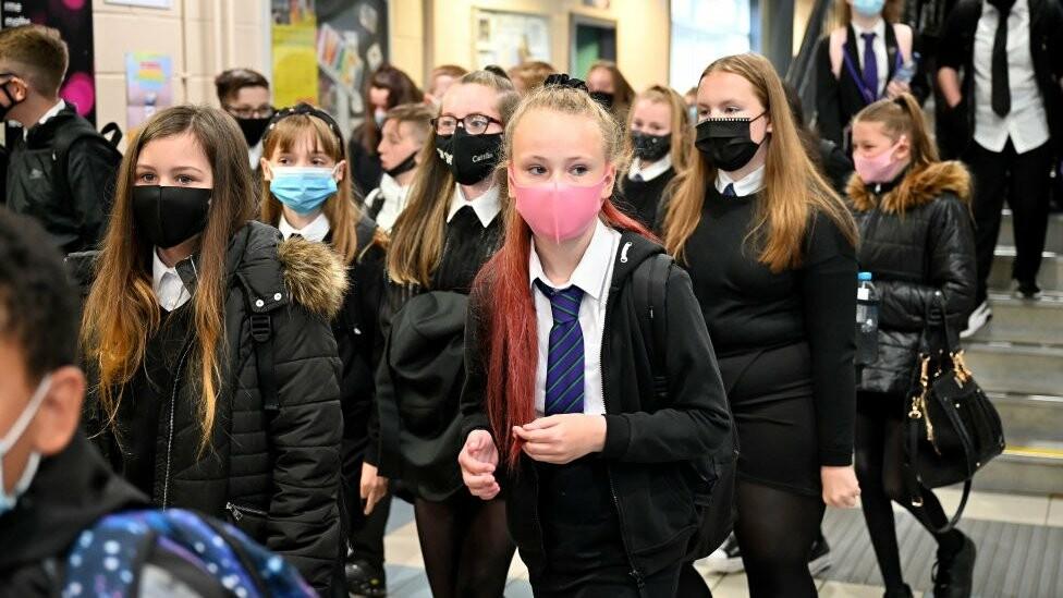 إغلاق جميع المدارس والكليات في ويلز والإنتقال إلى التعلم عن بعد