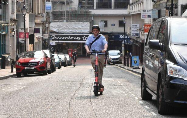 ركوب سكوتر مجاني في برمنغهام لأي شخص في هذه الوظائف أثناء الإغلاق الجديد