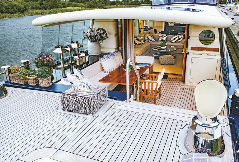 modern-houseboat-for-sale-battersea-savvy-barge-battersea-knight-frank-11-1594131414
