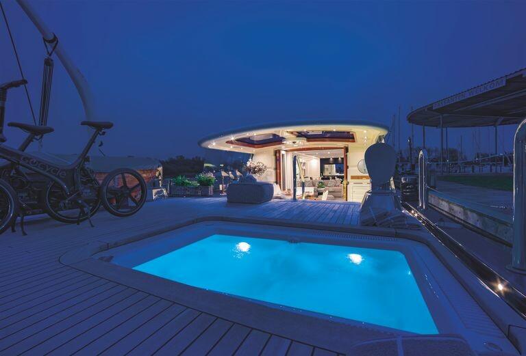 modern-houseboat-for-sale-battersea-savvy-barge-battersea-knight-frank-12-1594131464