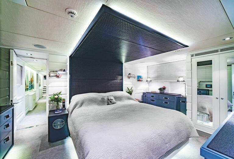 modern-houseboat-for-sale-battersea-savvy-barge-battersea-knight-frank-13-1594131271