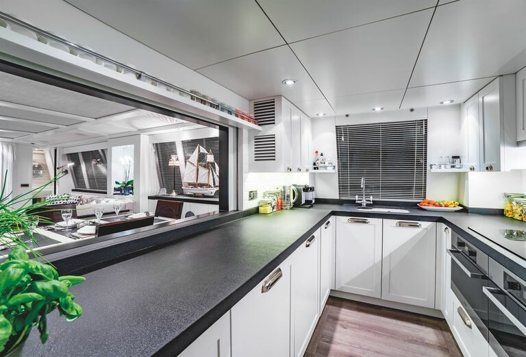 modern-houseboat-for-sale-battersea-savvy-barge-battersea-knight-frank-18-1594131206