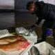 تجارة ما بعد بريكست : بوريس جونسون يدعو إلى حملة أكل الأسماك البريطانية!