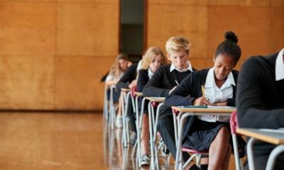 """""""إعادة افتتاح المدارس في 8 مارس"""" خطط الحكومة البريطانية لتعويض الفاقد التعليمي"""