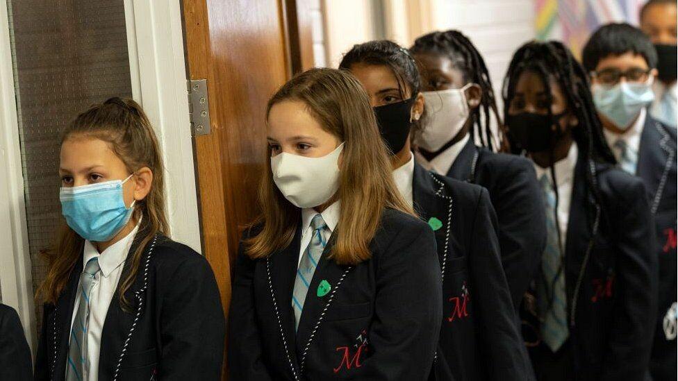 هل فيروس كورونا يستهدف المعلمين أكثر من أي مهنة أخرى ؟ إليكم الدراسة الحديثة!