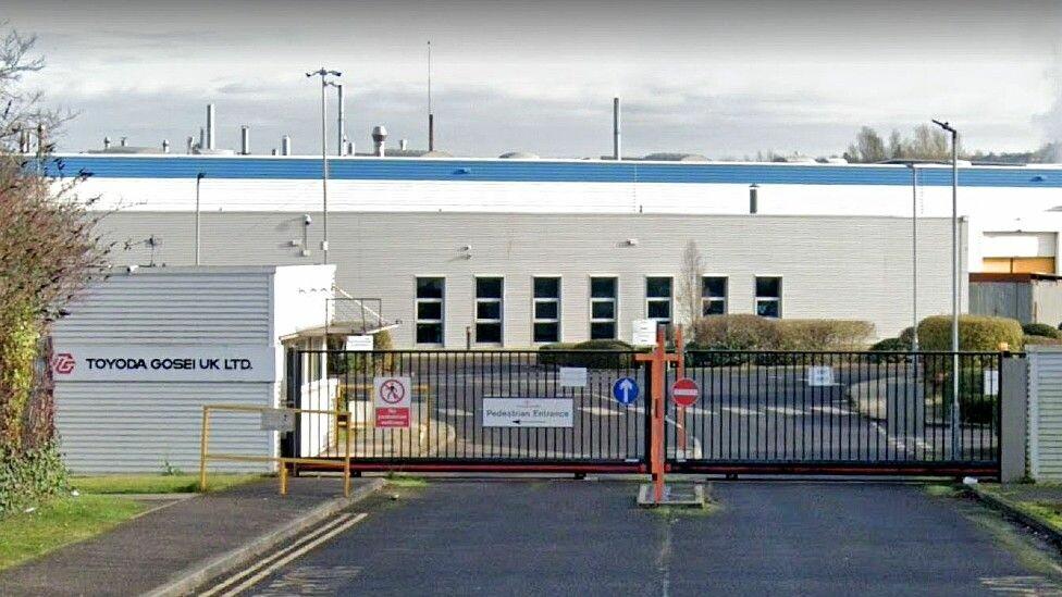 Toyoda Gosei: مئات الوظائف معرضة للخطر في مصانع قطع غيار السيارات والعمال يبكون!