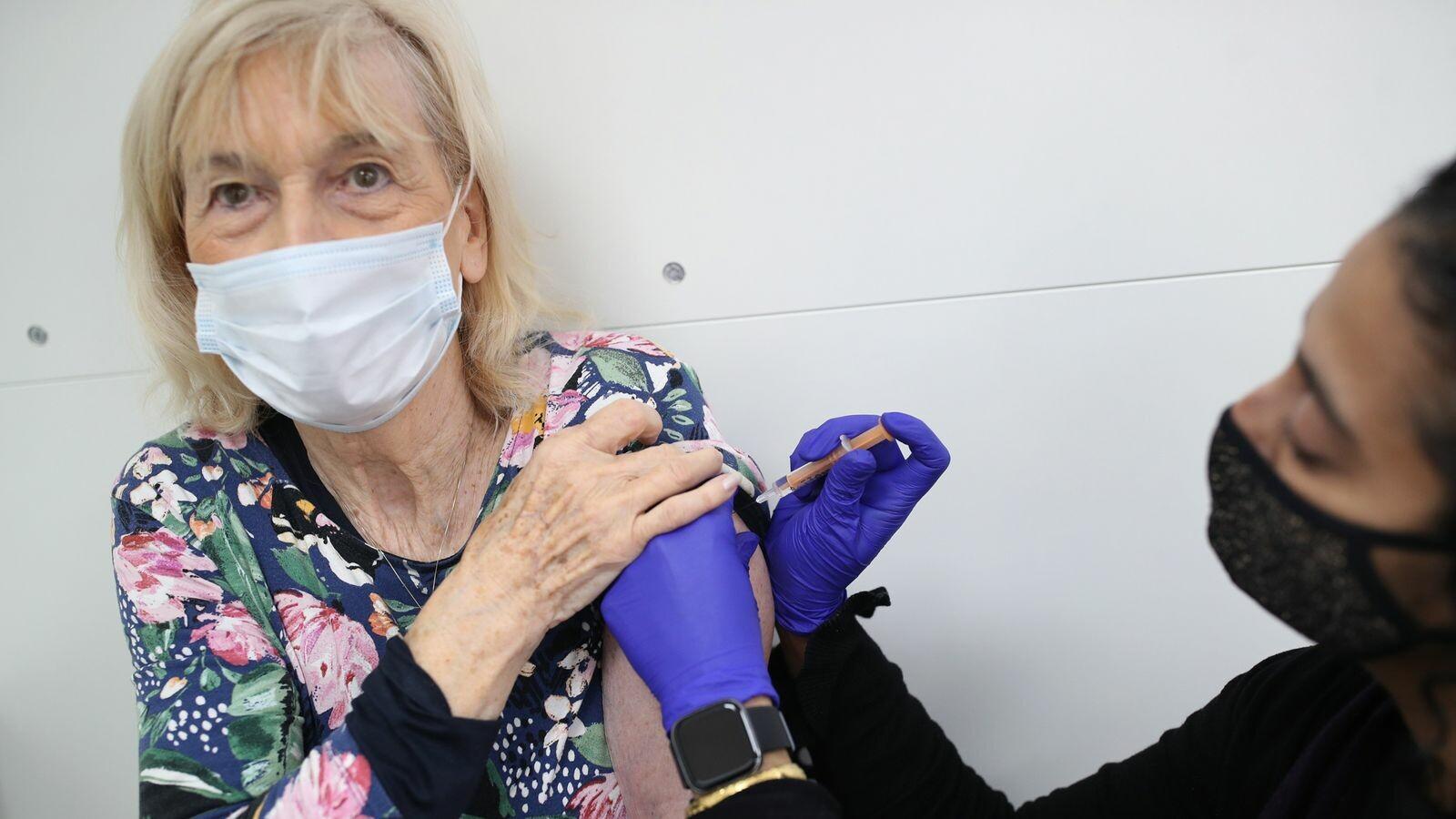 لقاح فيروس كوفيد-19 في المملكة المتحدة: أحدث الأرقام والتطورات في ظل انتقادات عالمية