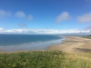 تعرف على شاطئ روسيلي المصنف رسميا الأول في بريطانيا والتاسع في العالم