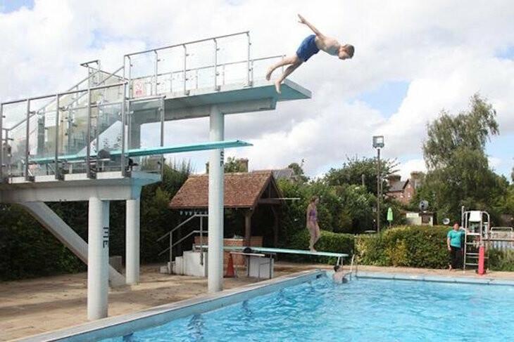 حمامات السباحة في الهواء الطلق خيار مثالي للباحثين عن الاستجمام والراحة