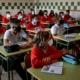بريطانيا تقرر تأجيل عودة الطلاب للمدارس أسبوعا كاملا