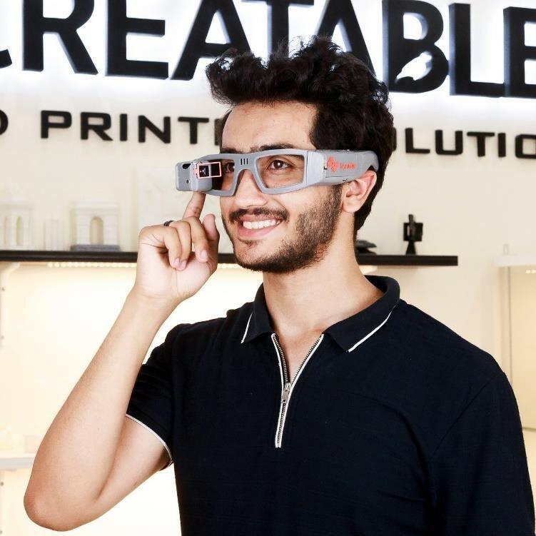 نظارة عمر عبد السلام .. عُمر جديد للصم