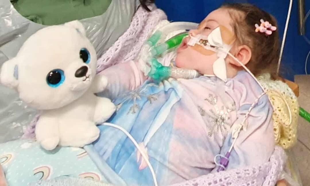 سحب أجهزة دعم الحياة يثير قضية جدلية بين الأطباء والآباء في بريطانيا
