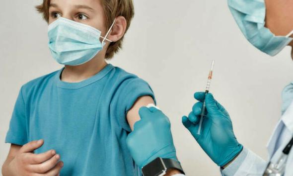 الحكومة البريطانية تؤيد تطعيم الأطفال في عمر 12-15 عاما ضد كوفيد-19