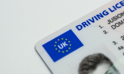 بريطانيا تخطط لإلغاء رخصة القيادة البلاستيكية.. والسبب؟
