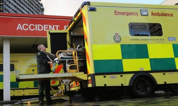 """مخاوف أزمة الشتاء تدفع NHS إلى إبرام عقد """"لتحرير أسرة المستشفيات"""