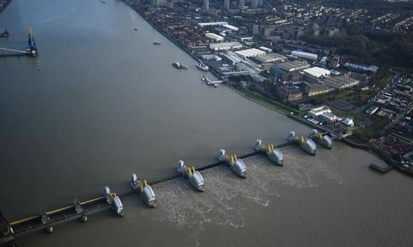 خبراء يحذرون من أن العاصمة البريطانية قد يتم نقلها من لندن
