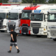 بريطانيا تخفف القواعد لسائقي الشاحنات الأجانب لمواجهة أزمة الإمداد