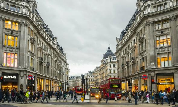 تعرف على شارع أوكسفورد.. قلب لندن السياحي